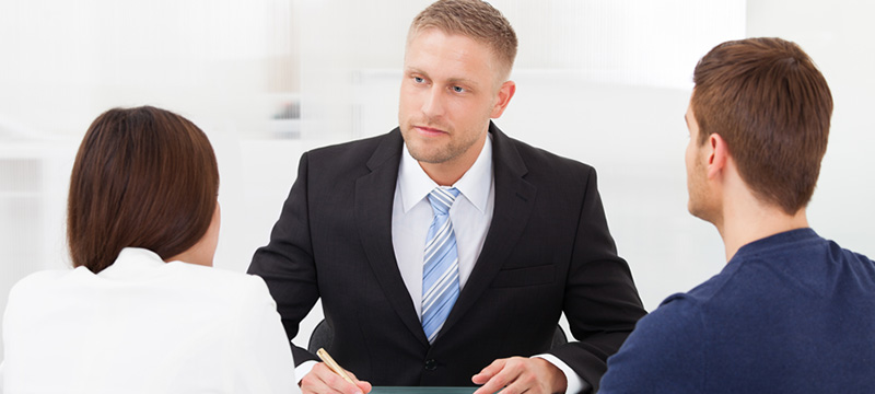 Qualité du conjoint d'un associé en cours de divorce